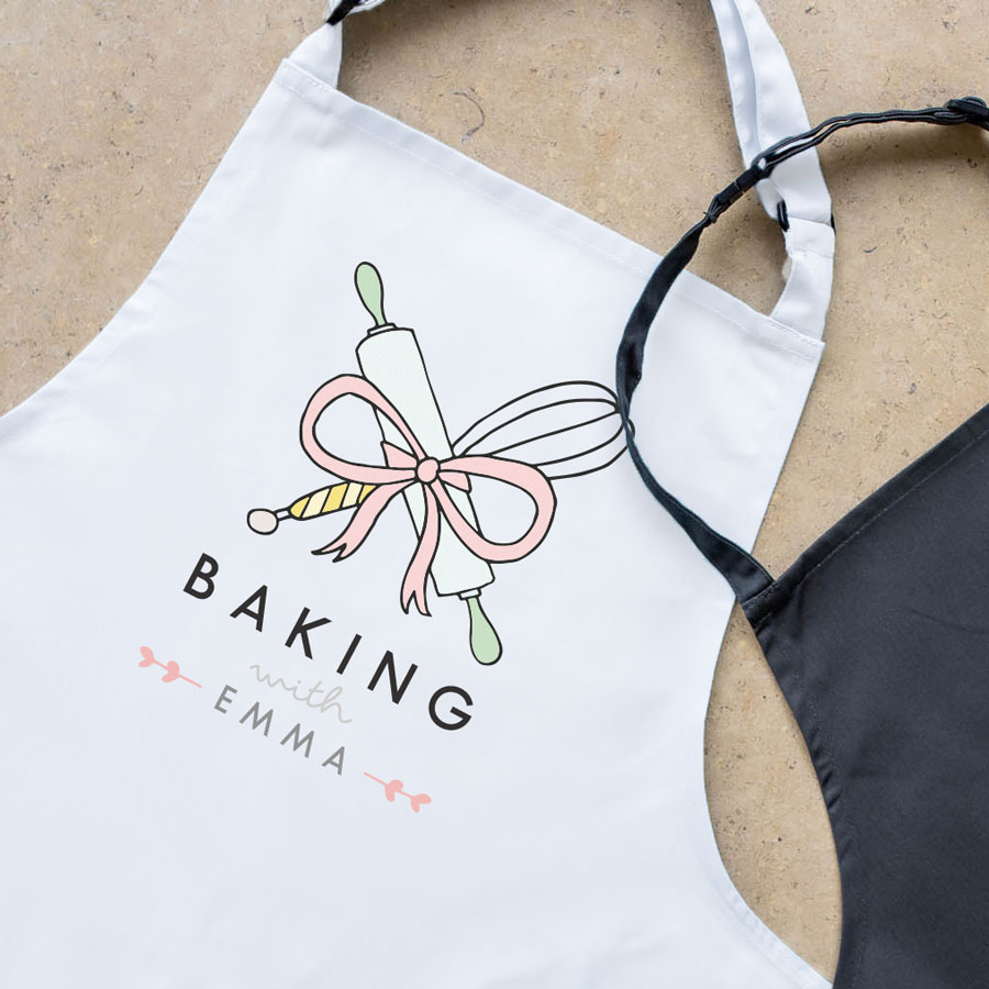 Personalised baking apron (Adult - White) is a perfect gift for a keen baker and fully personalisable with a name of your choice