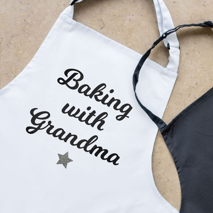 Personalised baking with apron (Child) with heart (White) a perfect gift for children who love to help you bake!