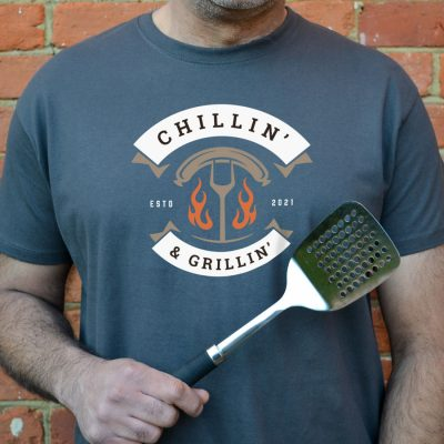 Personalised Chillin' & Grillin'Men's T-shirt (Grey) perfect gift for fathers day, birthday or Christmas